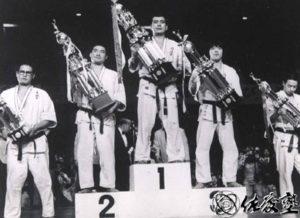 Пьедестал I Чемпионата мира: 1-е место – Сато Кацуаки, 2-е – Рояма Хацуо, 3-е – Ниномия Дзёко