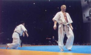 Полуфинал чемпионата мира по весовым категориям 2001 года. Жертвой разящего сверхскоростного дзёдан маваси-гэри Осипова стала надежда Японии Танака Кэнтаро