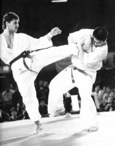Финал IV чемпионата мира по каратэ Кёкусин: швейцарец Анди Хуг против Сёкэя Мацуи