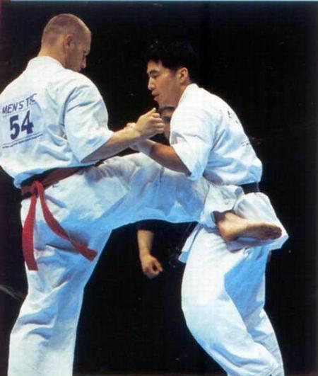 Перед натиском Осипова на чемпионате мира по весовым категориям 2001 г. не устоял и чемпион Японии в тяжелом весе Икэда Ёсинори.
