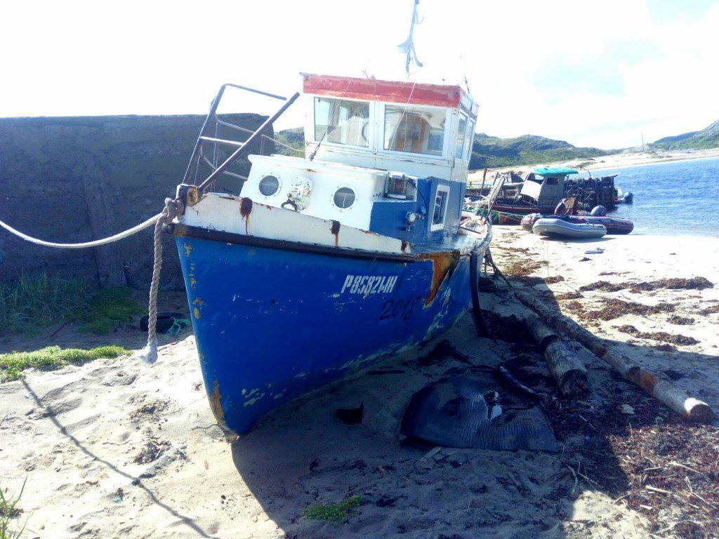Разрушенные пирсы, деревянные корабли, покрытые илом – все это навевает глубокую грусть