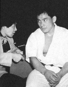 Куросава Хироки выслушивает советы от своего учителя – сэнсэя Ямада