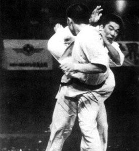 13-й чемпионат Японии. При всей блестящей технике в тот раз Сёкэй не смог пройти в полуфинале несгибаемого Санпэя