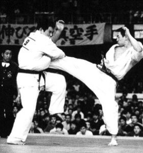 17-й чемпионат Японии. Мацуи ниспровергает предыдущего чемпиона Куросаву Хироки и впервые становится чемпионом Японии