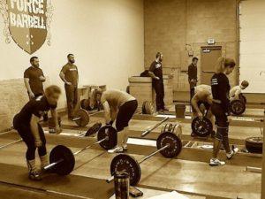 Постоянные тренировки это большой стресс для вашего организма. Со временем, это приводит к перетренированности и риску получить травму среди прочего