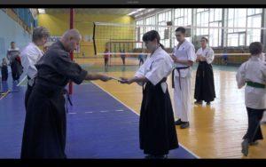 Вручение сертификатов участникам. 11 сборы по Кобудо-Кёкусинкай СЗФО России - 2016