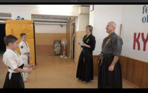 Вручение сертификатов аттестованным. 11 сборы по Кобудо-Кёкусинкай СЗФО России - 2016