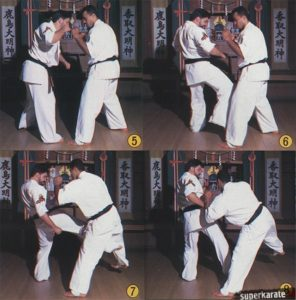 """5-8. Используя скручивание полученное на связке руками, как пружину, """"раскручиваясь"""" влетаем внутренним лоу-киком в ногу соперника"""