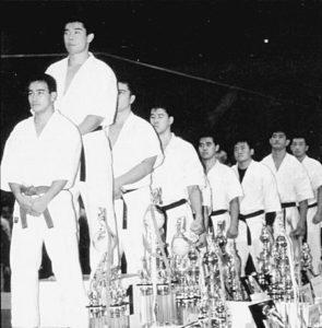 """Только на 22-м чемпионате страны (1-2 декабря 1990 г.) Акира смог исправить это обидное положение, с 9-й (!) попытки став победителем самого престижного чемпионата по Кёкусин каратэ. """"Хорошо, что я верил в свою мечту"""", - сказал он после победы"""