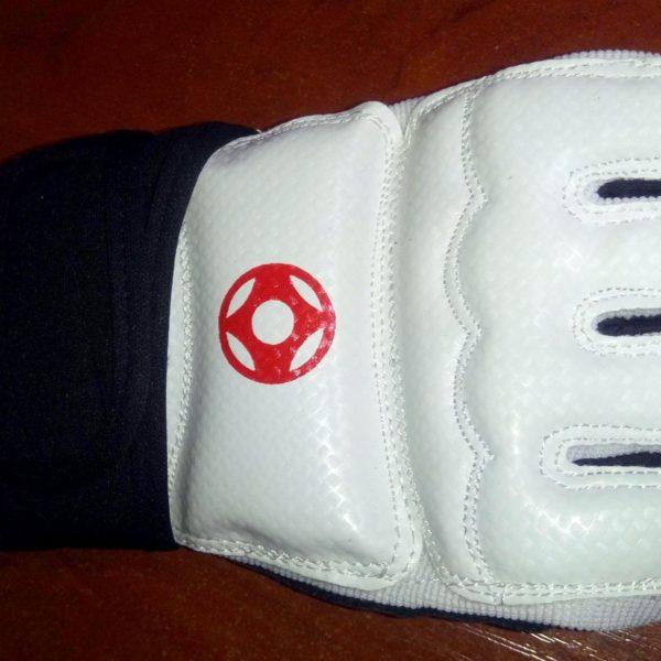 Перчатки для Карате Кёкусинкай с лямкой для фиксации запястья