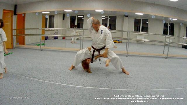 Упражнения для развития гибкости и силы в паре со своим весом в Кёкусинкай карате для детей младшего школьного возраста
