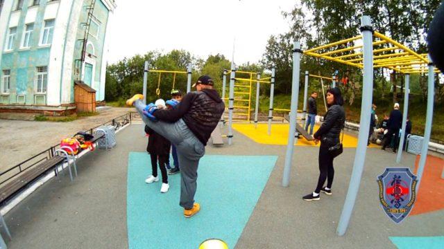 Тренировка клуба «Тэнгу Про» на спортплощадке у Школы № 28 Чехова 11